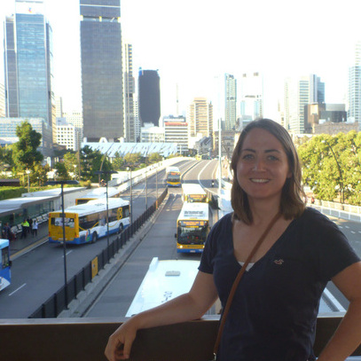 Mindy Bloem with city background